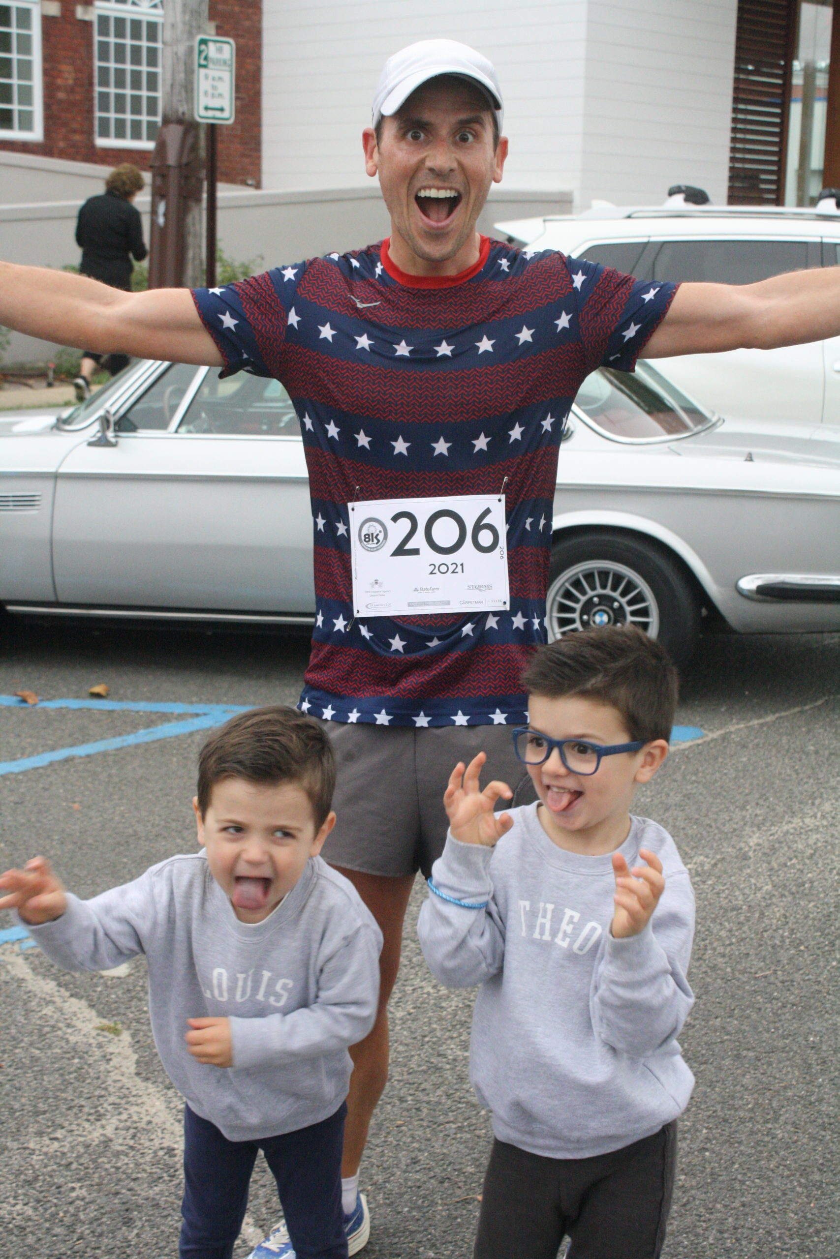Oz Pearlman after the race with his two young sons.